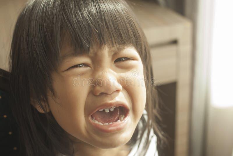 Gridare della bambina fotografie stock