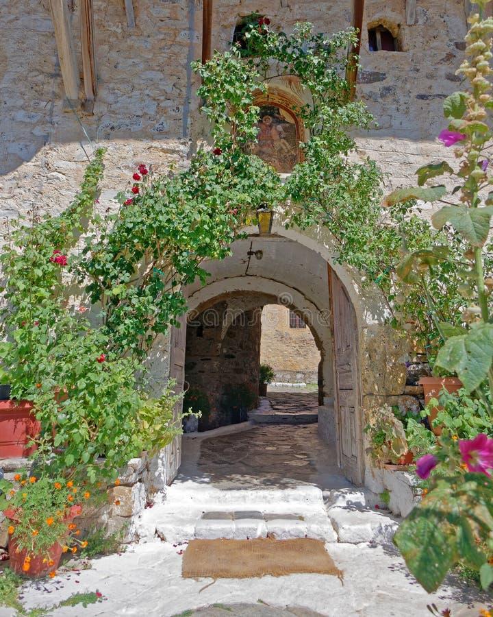Griechenland Peloponnes, St George orthodoxer Klostereingang lizenzfreie stockbilder