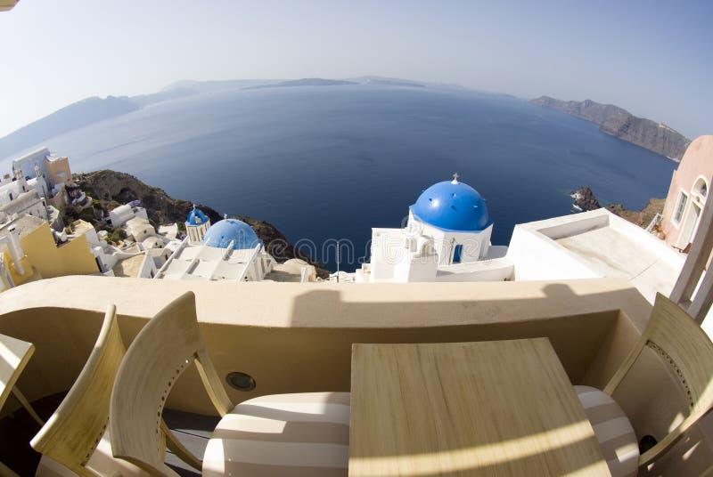 Griechische Inselkirchen der Ansicht lizenzfreies stockbild