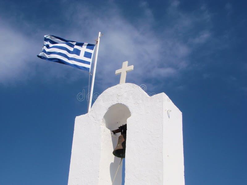 Griechische Markierungsfahne auf einer griechischen Kirche lizenzfreies stockbild