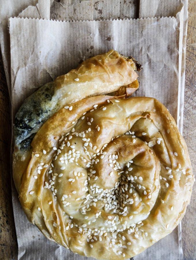 Griechische Nahrung Spanakopita-Spinat mit Mizithra-Käse-Torte lizenzfreie stockbilder