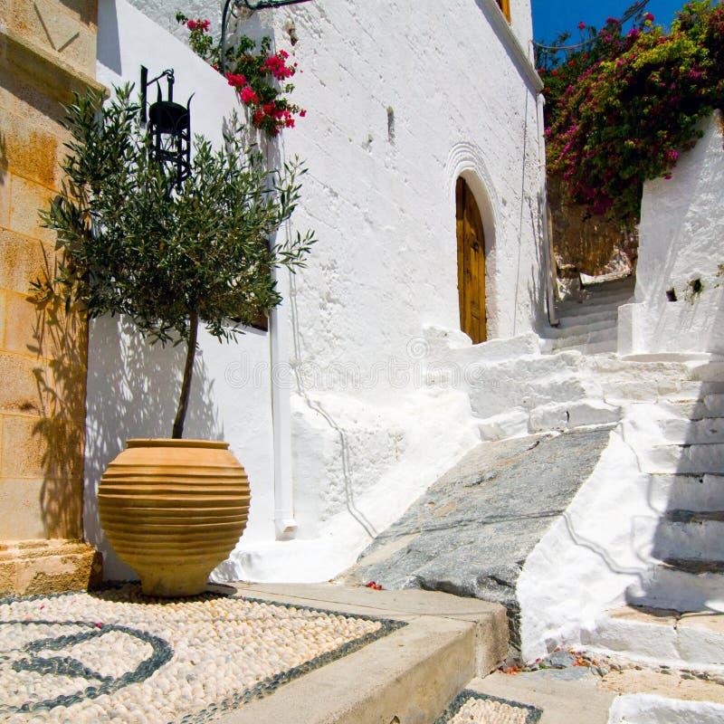 Griechische Straße des Malls in Lindos, Rhodos, Griechenland lizenzfreies stockfoto
