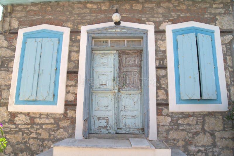 Griechische Tür lizenzfreie stockfotografie