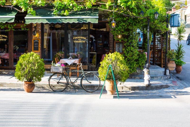 Griechische Taverne bei Meteora lizenzfreies stockfoto