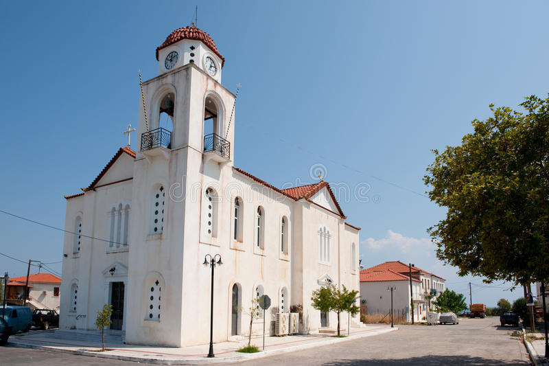 Griechische weiße Kirche lizenzfreie stockfotos