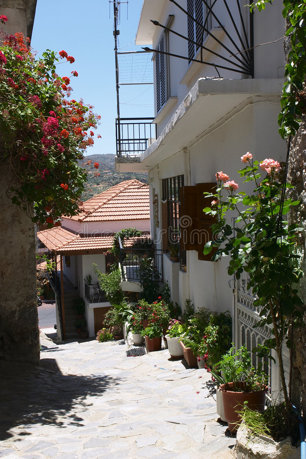 Griechischer Dorfweg Lizenzfreies Stockfoto