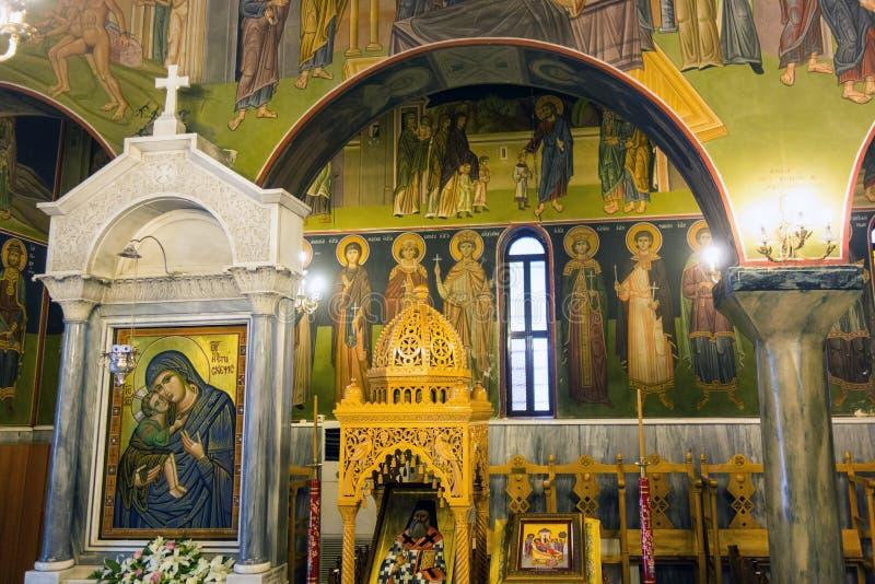 Griechischer Innenraum der orthodoxen Kirche lizenzfreie stockfotos