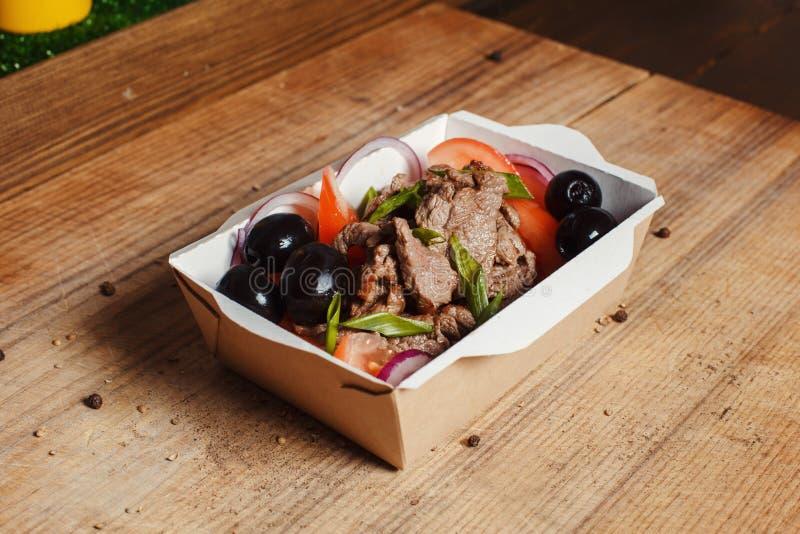 Griechischer Salat im Hintergrund stockfoto