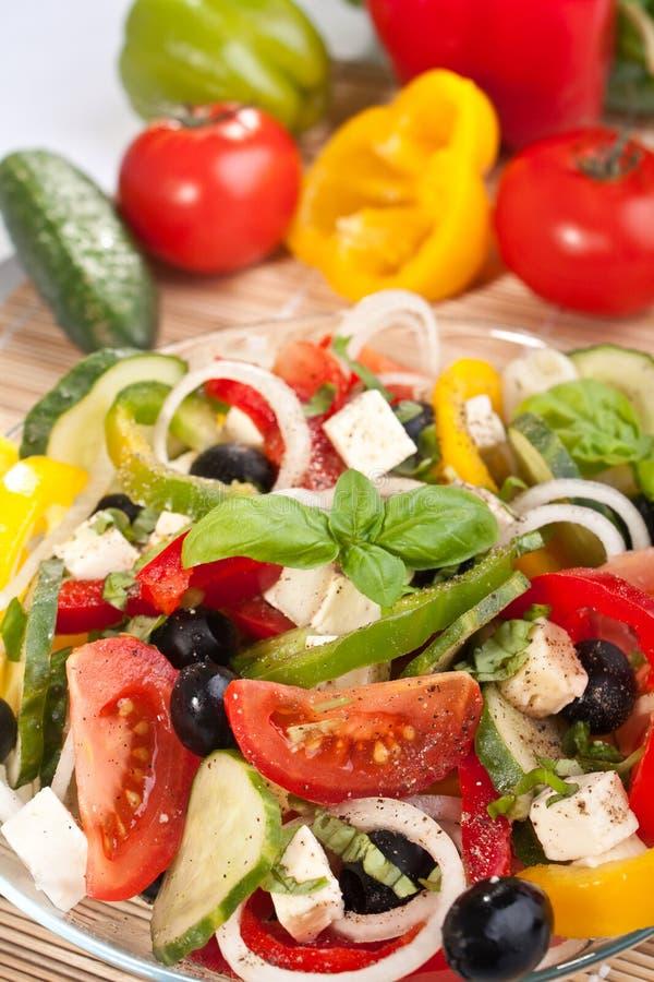 Griechischer Salat mit Bestandteilen lizenzfreies stockbild