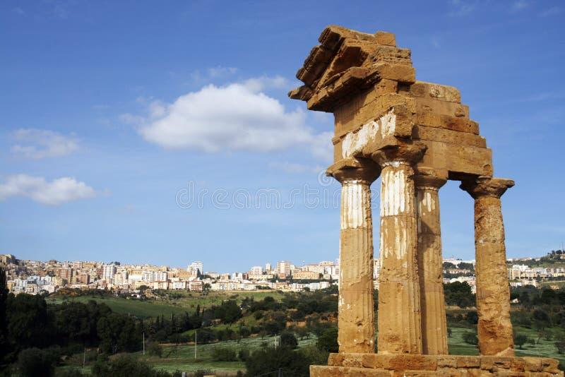 Download Griechischer Tempel stockfoto. Bild von italienisch, grenzstein - 12201686