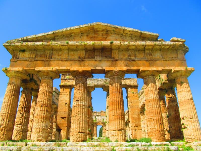 Griechischer Tempel bei Paestum lizenzfreie stockfotos