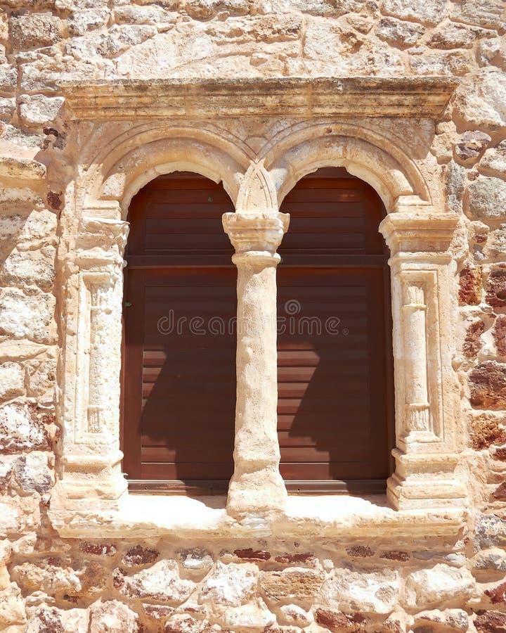 Griechisches byzantinisches Kirchefenster stockfotografie
