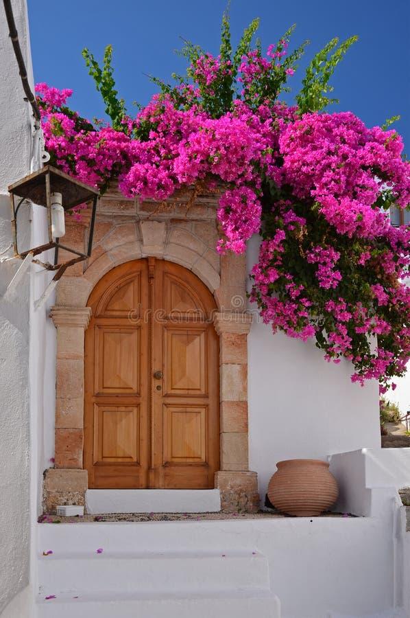 Griechisches Haus in der Lindos Stadt, Rhodos lizenzfreies stockbild