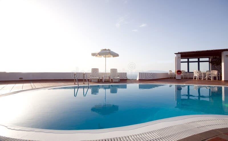 Griechisches santorini Inseln des Swimmingpools stockbild