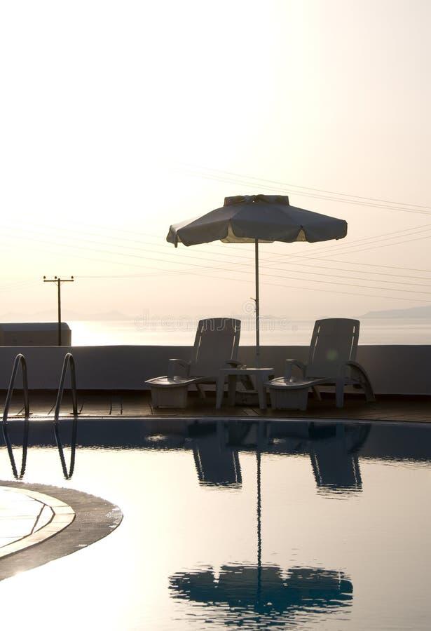 Griechisches santorini Inseln des Swimmingpools lizenzfreie stockfotos