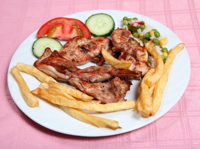 Griechisches taverna gegrilltes Kaninchen lizenzfreie stockfotos