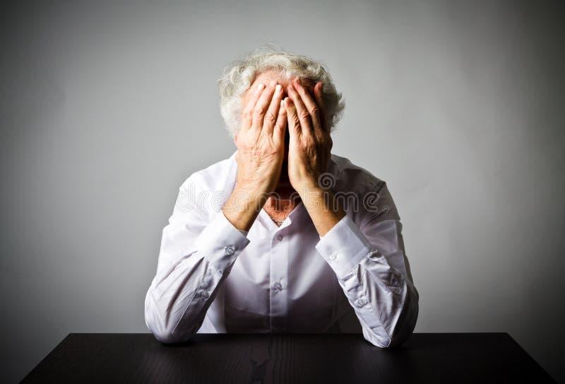 grief Ancião nos pensamentos imagem de stock royalty free