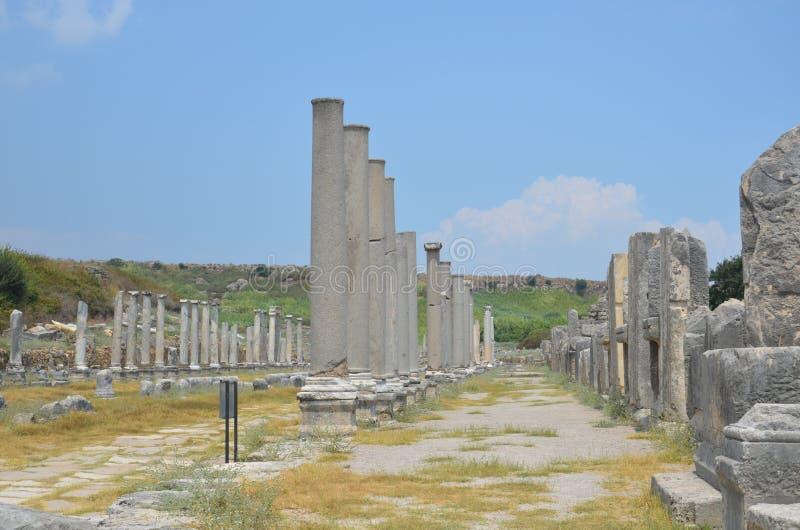 Griego clásico de Antalya Perge, entre las columnas, colosseum fotografía de archivo libre de regalías