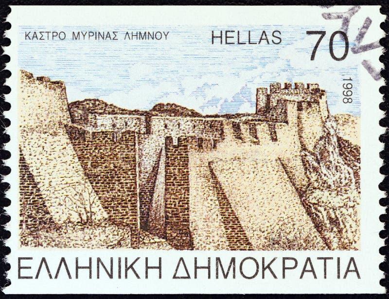GRIEKENLAND - CIRCA 1998: Een zegel in Griekenland wordt gedrukt toont Myrina-kasteel, Lemnos-eiland, circa 1998 die royalty-vrije stock afbeelding