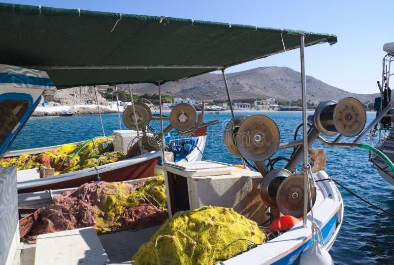 Griekenland, het Eiland Pserimos in Dodecanese Vissersboten bij dok stock afbeeldingen