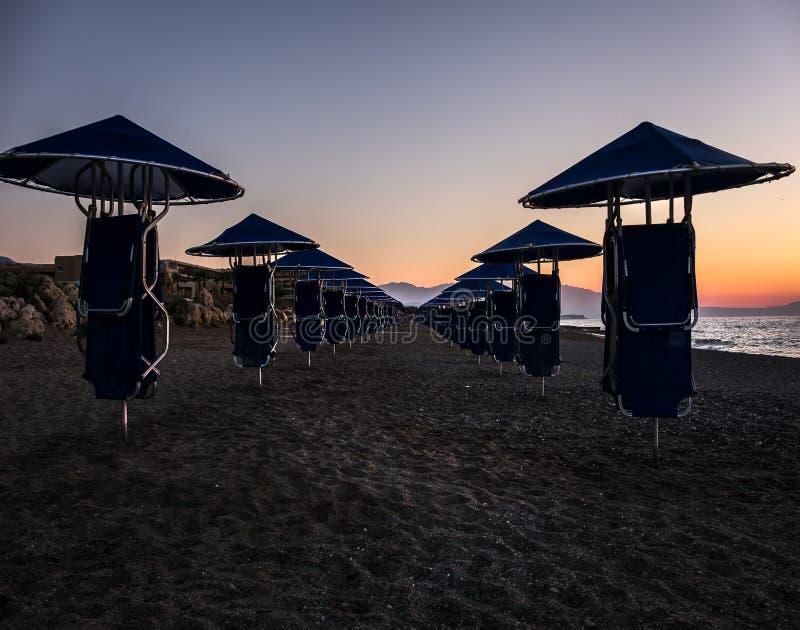 Griekenland kreta Verlaten Strand eind van het seizoen stock afbeeldingen