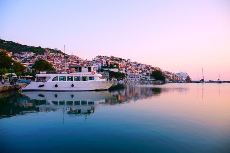 Griekenland, Stad Scopelos bij zonsopgang royalty-vrije stock afbeeldingen