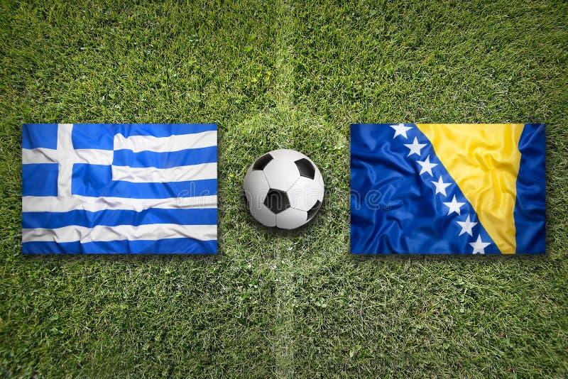 Griekenland versus De vlaggen van Bosnië-Herzegovina op voetbalgebied royalty-vrije stock afbeelding