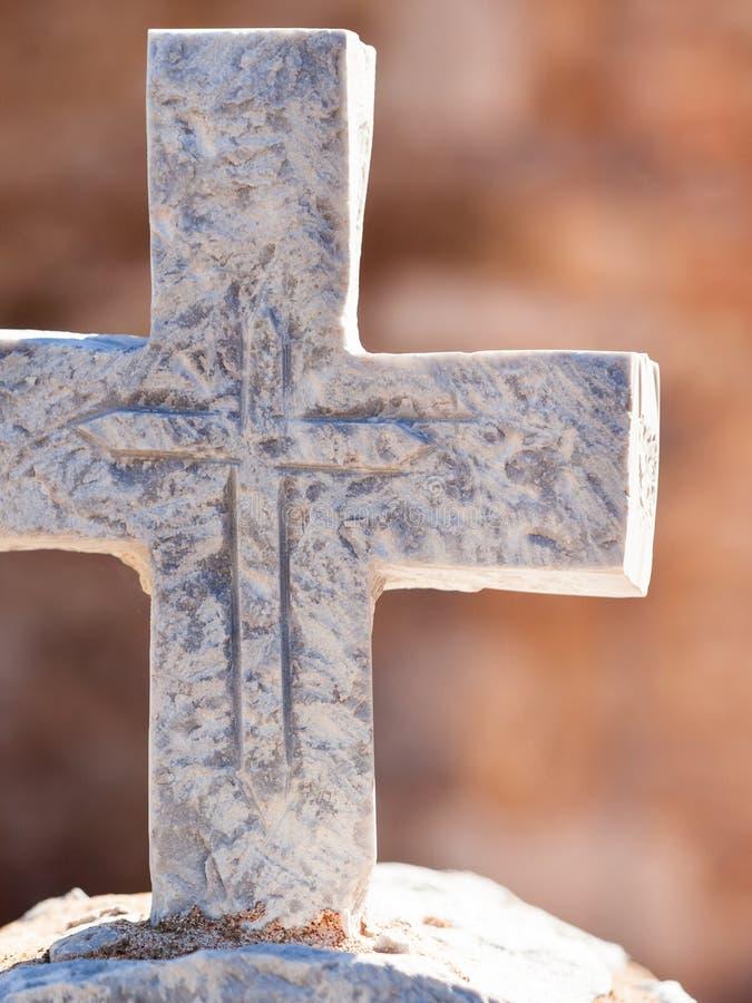Grieks steenkruis op begraafplaats royalty-vrije stock afbeeldingen