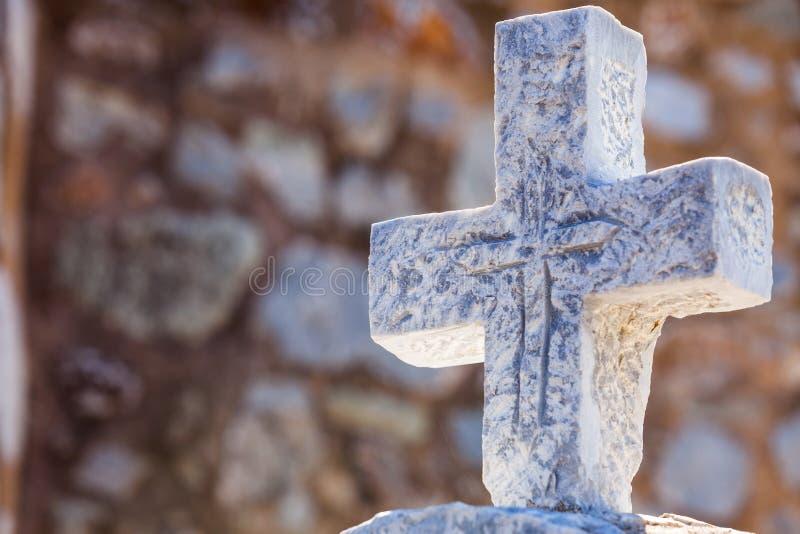 Grieks steenkruis op begraafplaats royalty-vrije stock afbeelding