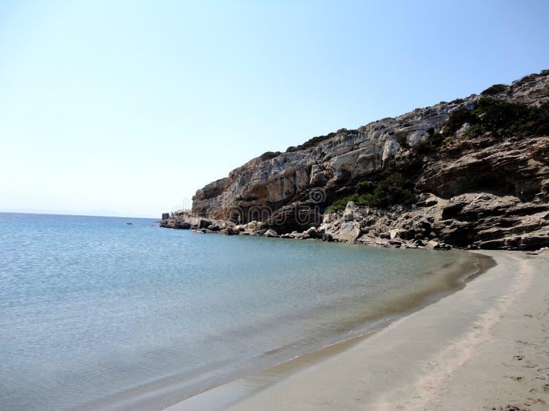 Grieks verlaten Strand in Despotiko-Eiland, Griekenland stock afbeeldingen