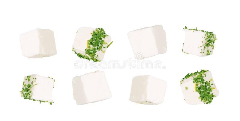 Griekse feta-kubussen Gedobbelde zachte die kaas op witte achtergrond wordt ge?soleerd royalty-vrije stock foto's