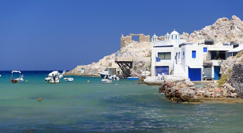 Griekse huizen door het overzees royalty-vrije stock afbeelding