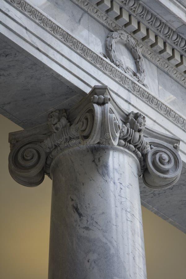 Griekse Ionische kolom stock foto's