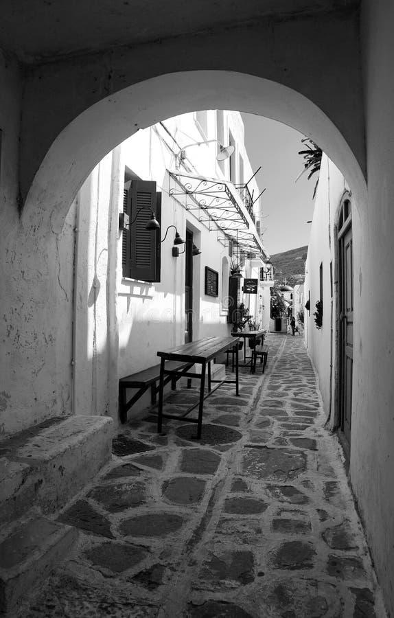 Griekse straat in Paros-eiland stock foto