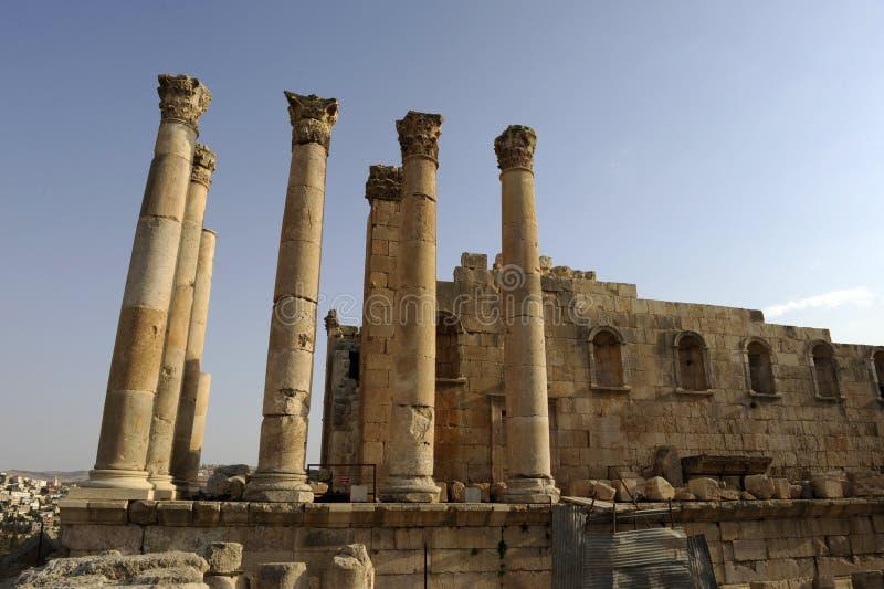 Griekse tempel in Jerash stock foto's