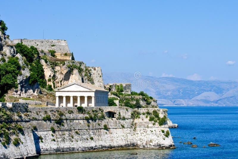 Griekse Tempel op Kust van Korfu stock afbeeldingen