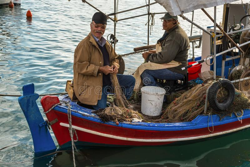 Griekse Vissers in Katakolon, Griekenland royalty-vrije stock foto's