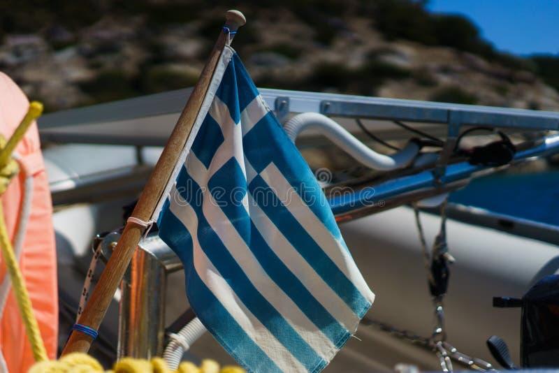 Griekse vlag op een jacht royalty-vrije stock foto
