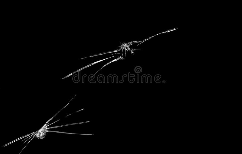 Grieta en fondo quebrado del negro del espejo de cristal fotos de archivo