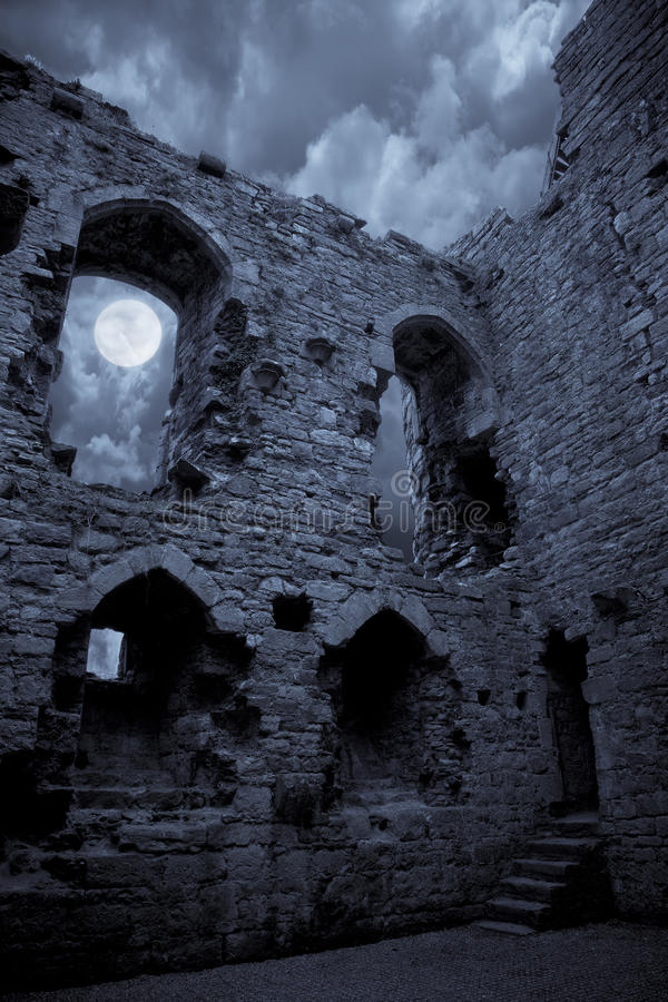 Griezelig kasteel royalty-vrije stock afbeelding