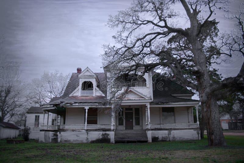 Griezelig Oud Spookhuis in Landelijk Amerika stock fotografie