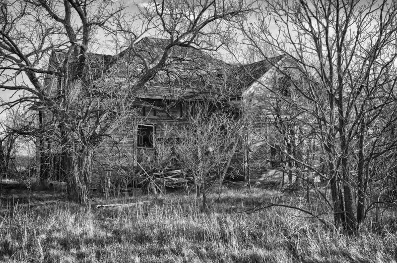 Griezelig verlaten huis royalty-vrije stock afbeelding