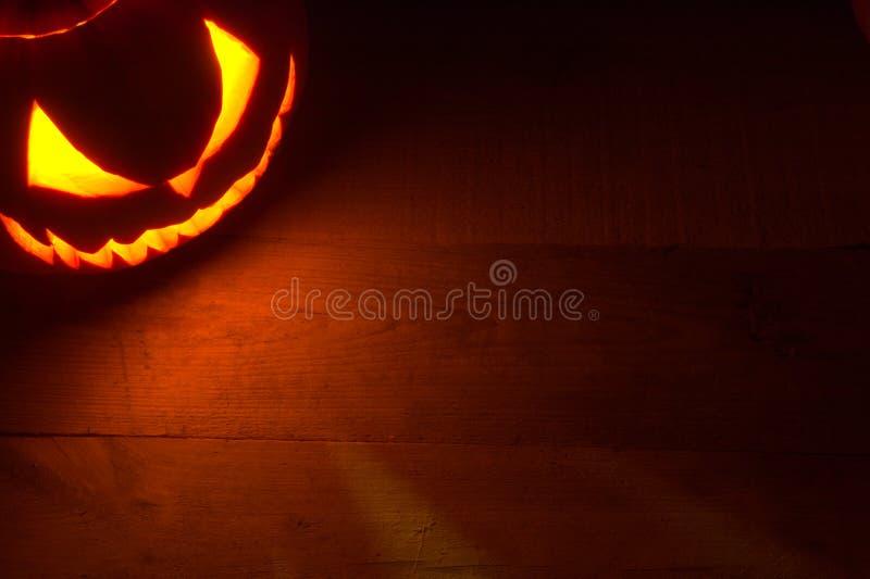 Griezelige Halloween-achtergrond met kwaad gezicht van hefboomo lantaarn in de hoek royalty-vrije stock fotografie