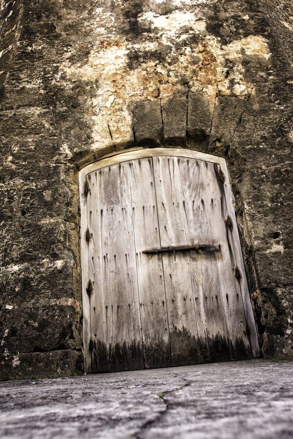 Griezelige Kerkerdeur royalty-vrije stock afbeelding