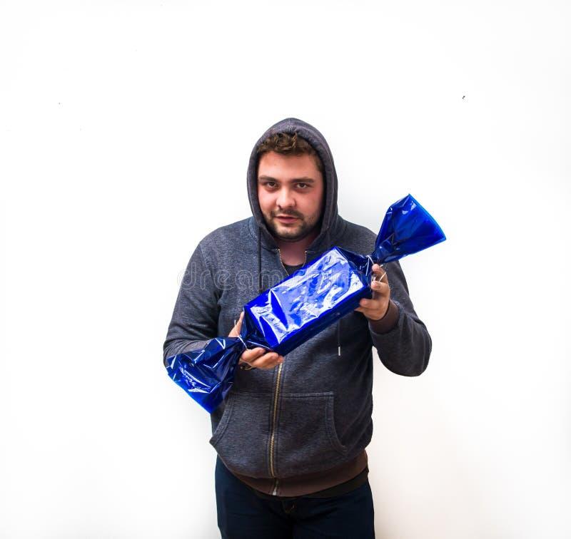 Griezelige mens met suikergoed royalty-vrije stock fotografie