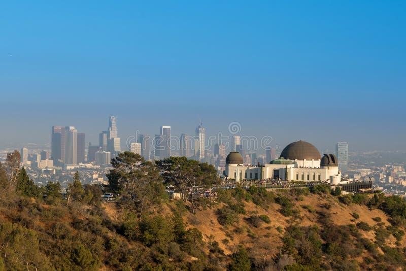 Griffith Observatory y Los Ángeles céntrico en CA imagenes de archivo