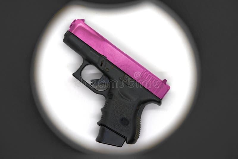 Griffteil der Flinte schiebt schwarzes Farbund rosa Chrom Fass, verwendet stockfotos