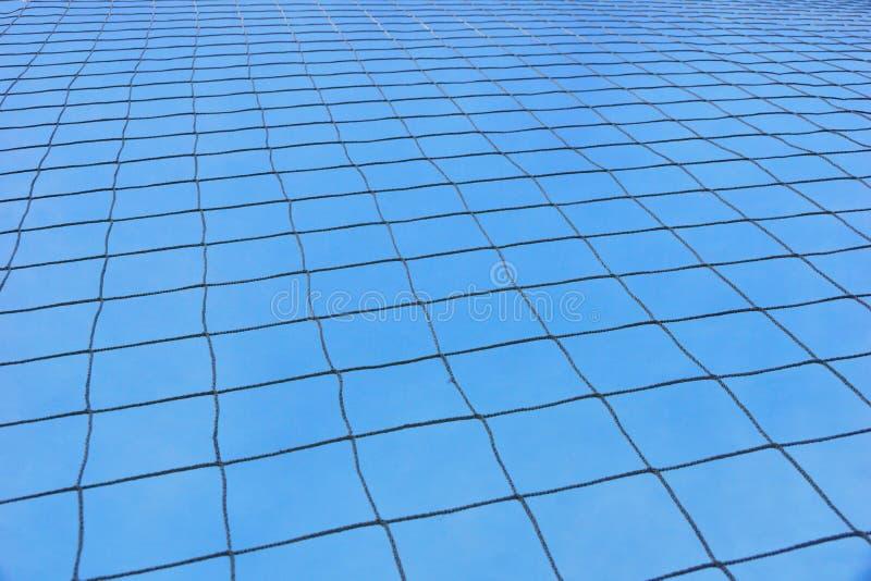 griglia allo stadio contro il cielo blu fotografie stock libere da diritti