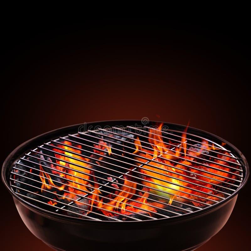 Griglia del barbecue su fondo nero immagini stock