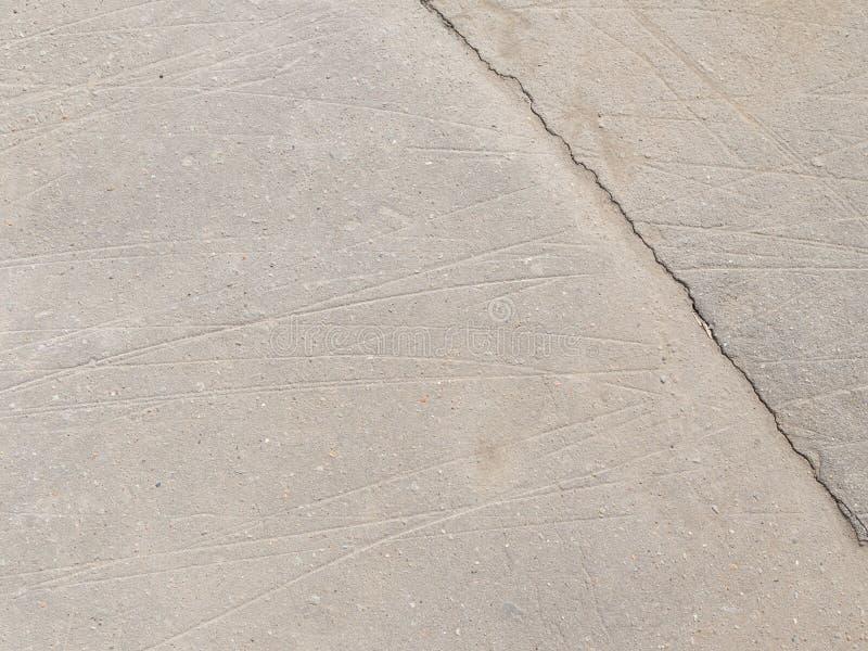 Download Grijs asfalt met barst stock afbeelding. Afbeelding bestaande uit graniet - 54086599